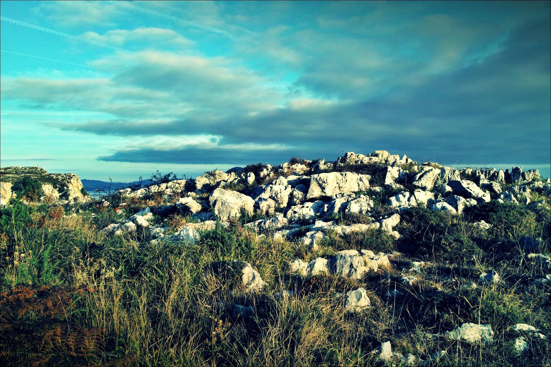 바위와 하늘-'카미노 데 산티아고 북쪽길. 리엔도에서 산토냐. (Camino del Norte - Liendo to Santoña) '
