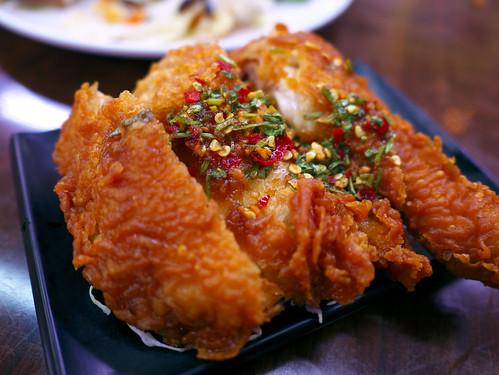 台湾・伍柒玖麵飯水餃館のタイ風鳥もも肉唐揚げ(泰式椒麻雞腿飯)