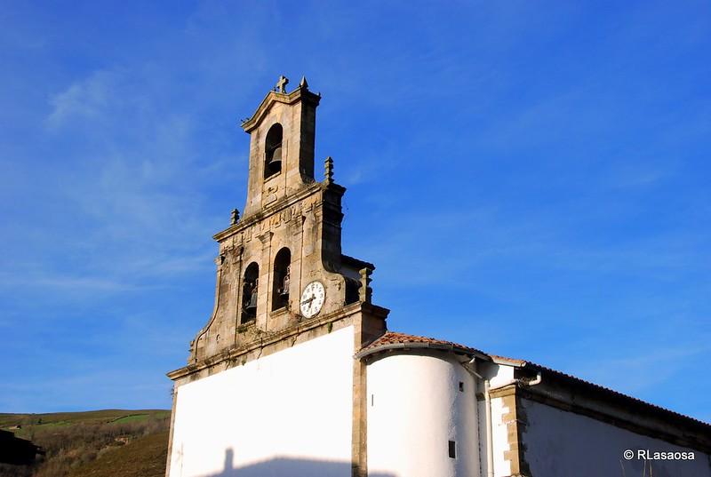 Espadaña de la iglesia de Vega de Pas