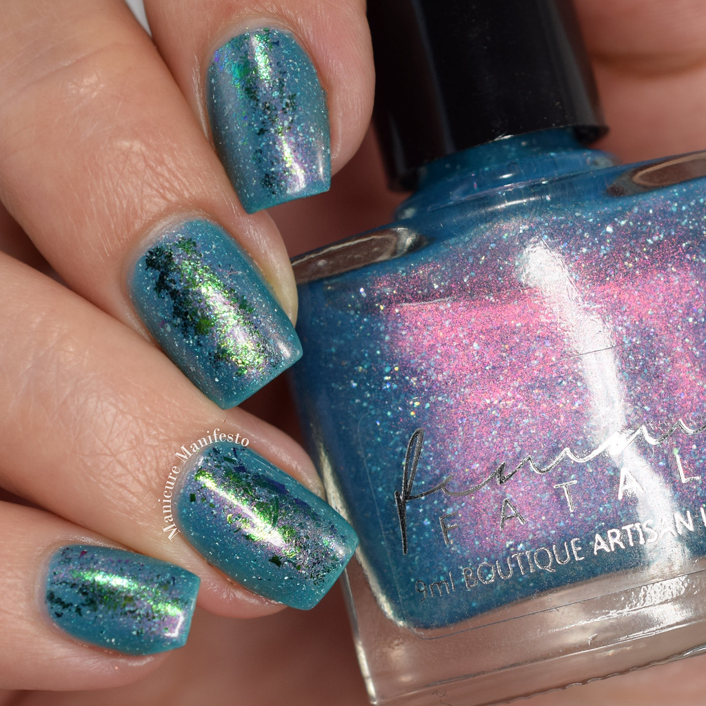 Multichrome flake nail polish