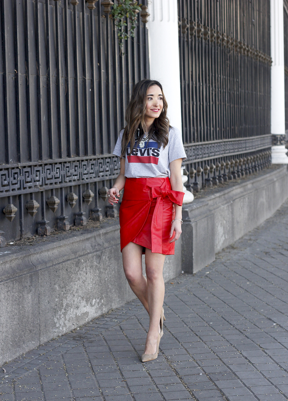 red leather skirt uterqüe Levi's T-Shirt nude heels outfit style fashion spring13