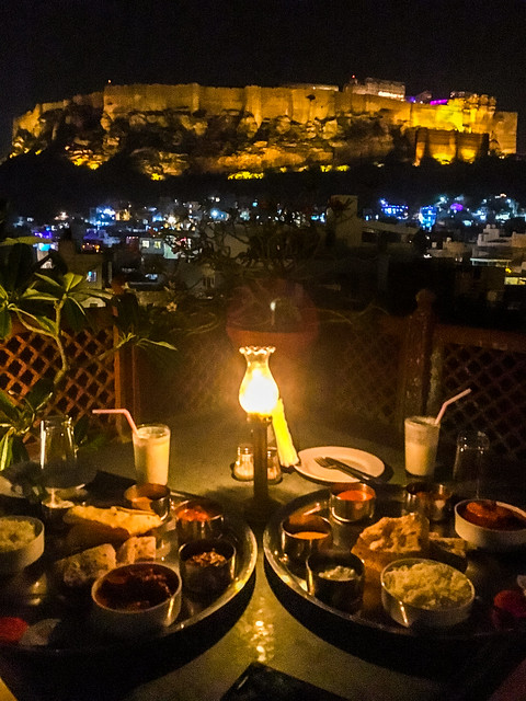 Dinner at Hotel Haveli inn Pal with great Mehrangarh Fort view, Jodhpur, India ジョードプル メヘランガール・フォートの夜景を楽しみながらホテル屋上での夕食