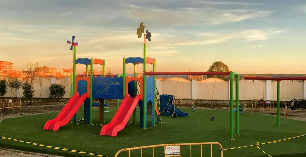 El Ayuntamiento de Coria sigue con la instalación de parques infantiles en la ciudad