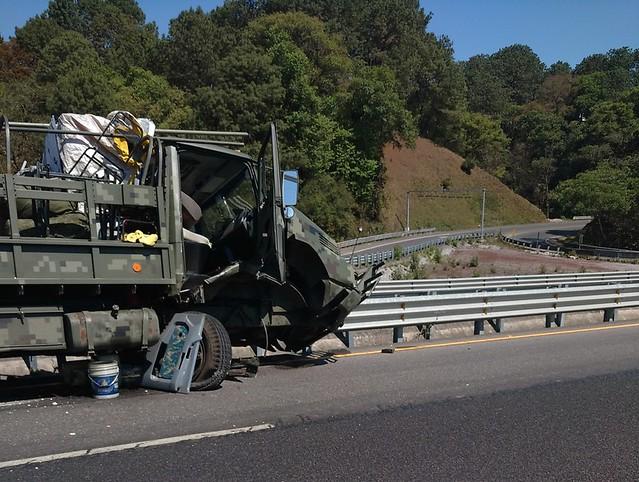 camión militar accidentado 5