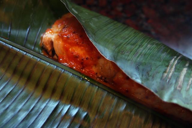Salmon a la hoja de bananero con salsa de maracuya (37)