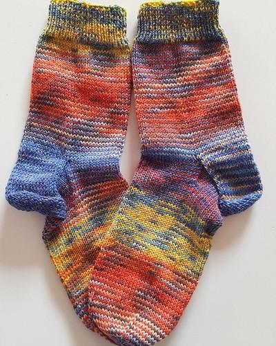 #scrappysocks die zweiten. Diesmal mehr in meinen Farben. Die wandern daher auf jeden Fall in meine persönliche Sockenschublade. #strickenmachtglücklich #stricken #opalwolle #Socken #suchtpotential
