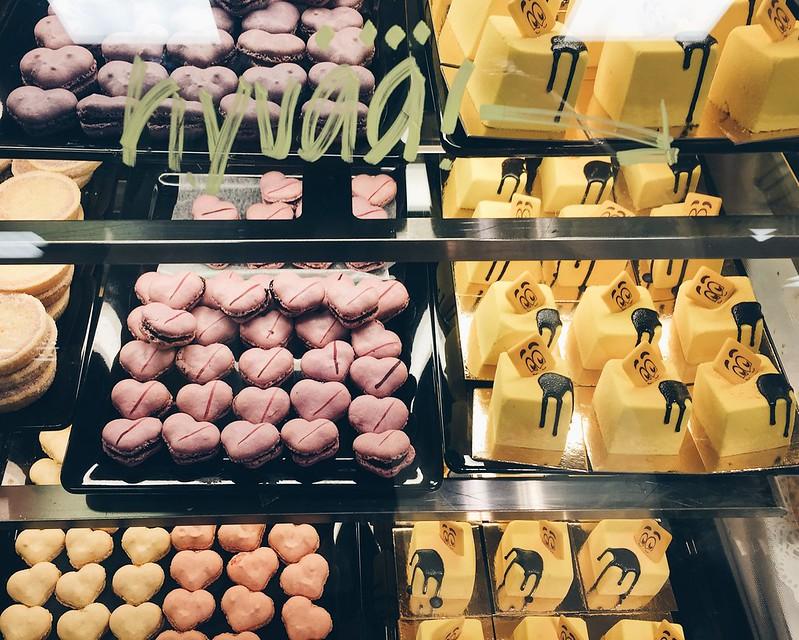 StockmannHerkkuMacaronsHaamuleivokset, pastry, stocka, stockmann, hullutp äivät, shopping, herkku, leivokset, stockan herkku, macarons, sydän macarons, heart macarons, haamu leivokset,