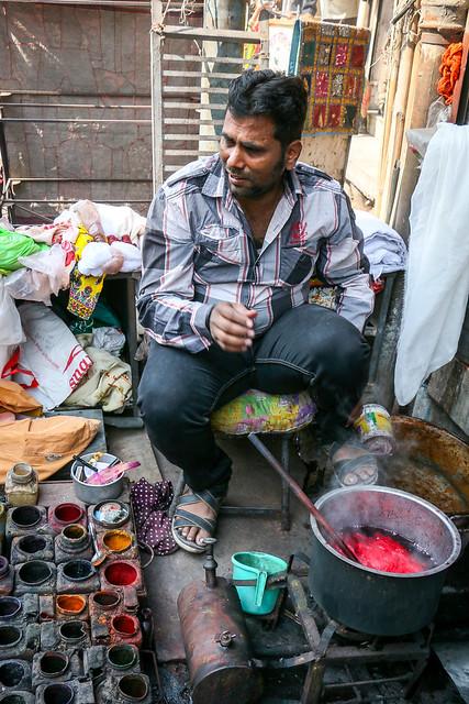 At a dyeing workshop in Sadar bazaar, Jodhpur, India ジョードプル サダル・バザールの染色工房