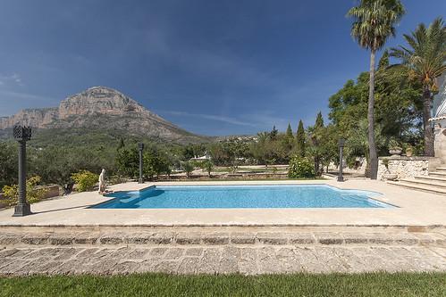 Piscina gresite azul pool with blue gresite piscina for Gunitec piscinas