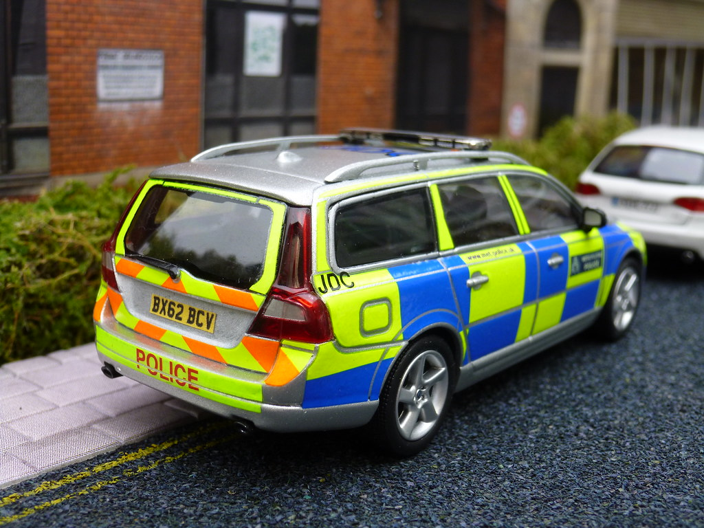 1/43 Code 3 Motorart Volvo V70 Met Police Traffic Car Mode… | Flickr