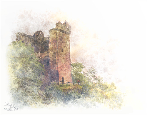 Image of Urquhart Castle in Scotland