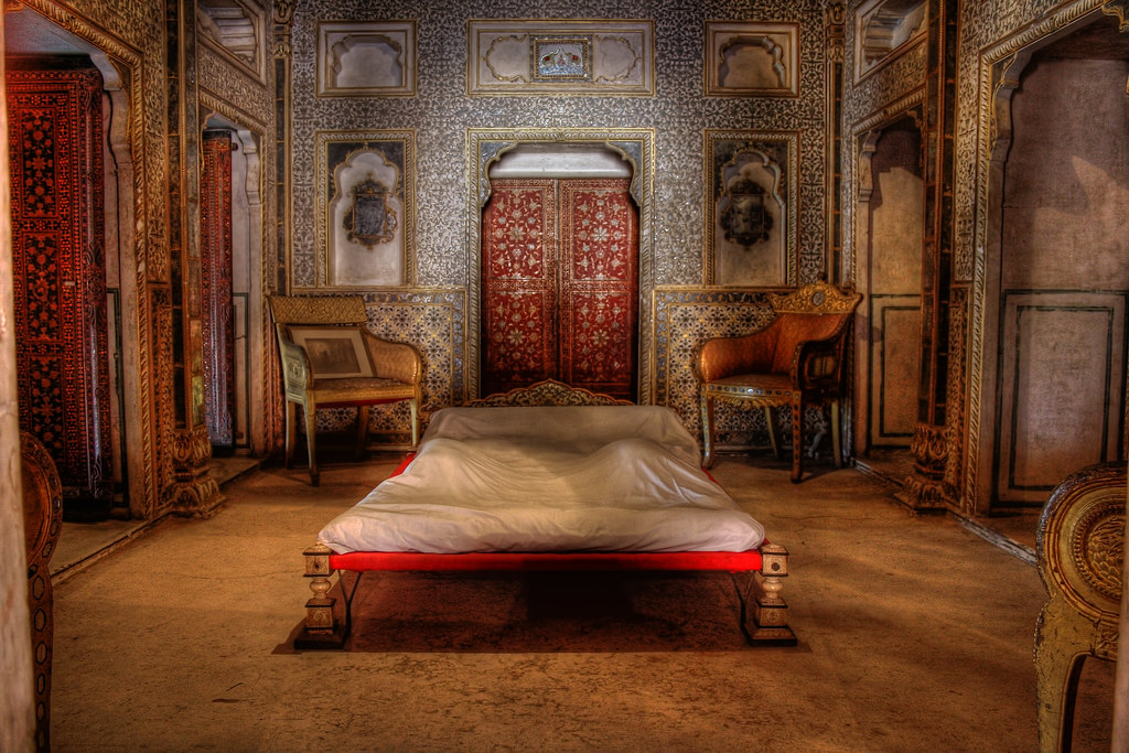 Bikaner ind junagarh fort royal bedroom at chandra mahal for Fort bedroom ideas