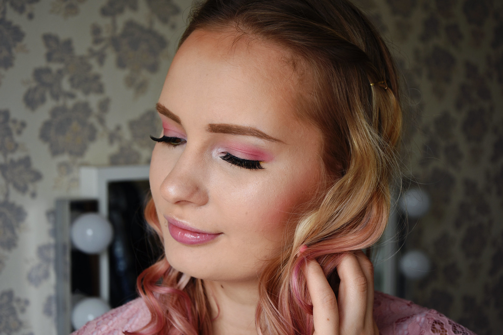 Pink makeup look for spring