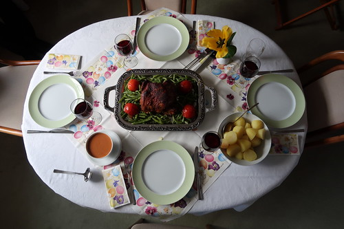 Abendessen am Ostersonntag (Tischbild)