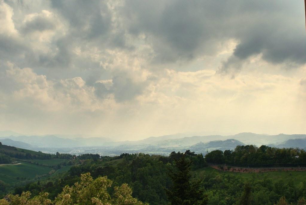 Vue sur les collines au sud de Bologne depuis le sanctuaire de San Luca.