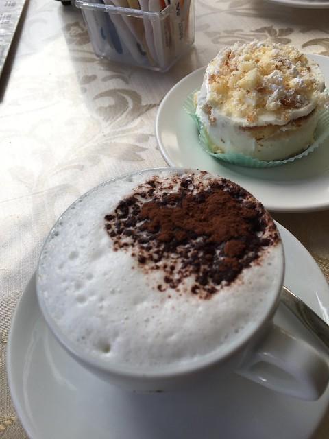 Zitronenküchlein, Cappuccino, Liapri