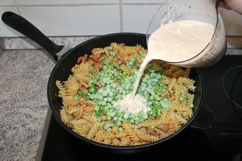 20 - Zwiebelsuppe-Sahne-Mischung aufgießen / Add onion soup cream mix