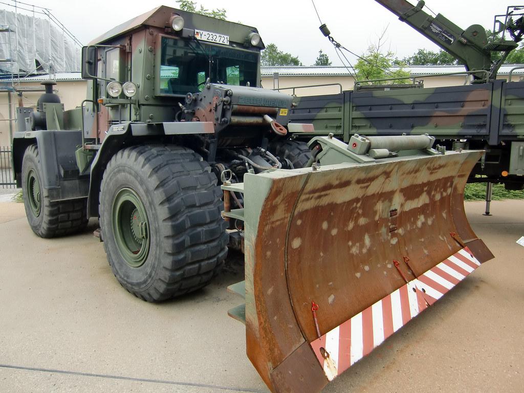 zettelmeyer zd 3000 armoured wheeled dozer dresden milita. Black Bedroom Furniture Sets. Home Design Ideas