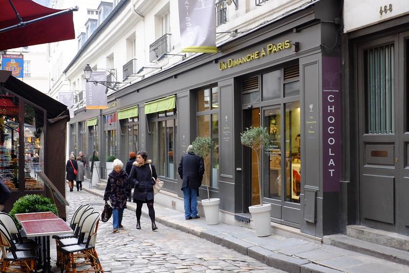 Un Dimanche a Paris