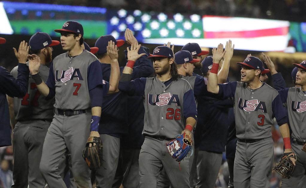 美國隊員歡慶首次打進經典賽決賽。(達志影像)