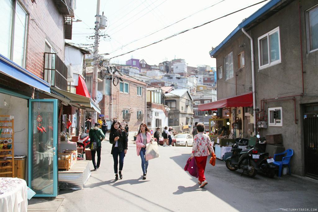 32782122344 3deb6eb4de b - Seoul-ful Spring 2016: A mini exploration of Ihwa Mural Village