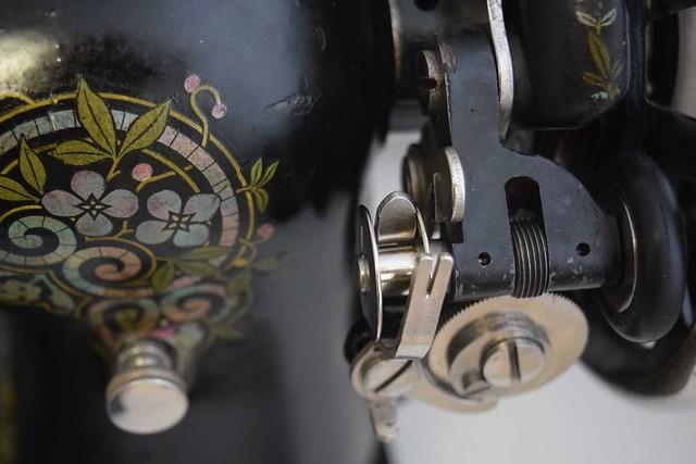 Singer 115 bobbin winder