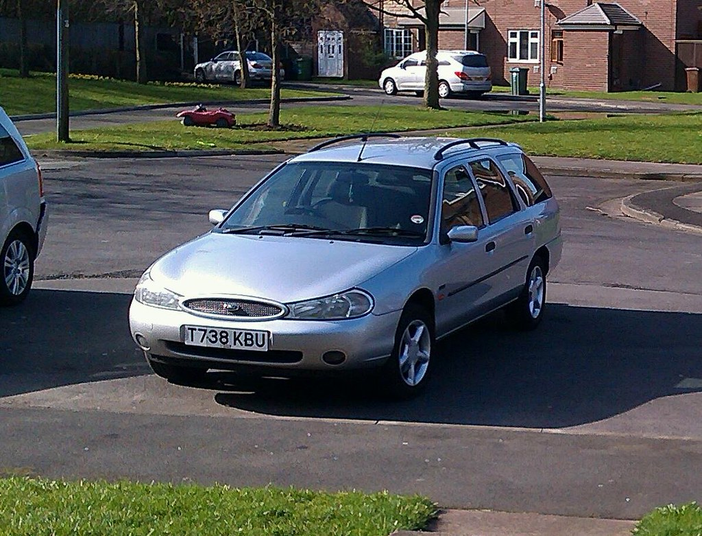 ... 1999 Ford Mondeo 2.0 Zetec Estate   by andywinstanley