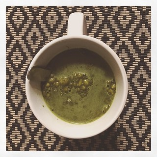 Matcha green tea powder blend with African mango seed, Cayenne chile pepper, and Panax ginseng.