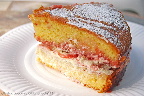 Victorian Sponge Cake With Powder Design