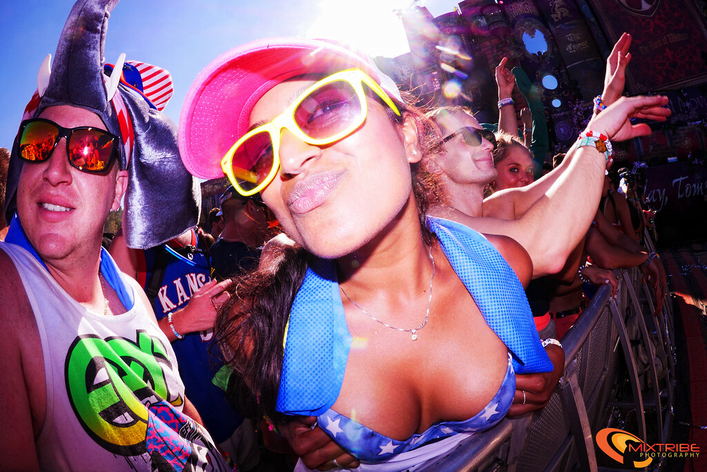 Tomorrowworld2013 - Rave crowd girl - fish eye photo snap | Flickr