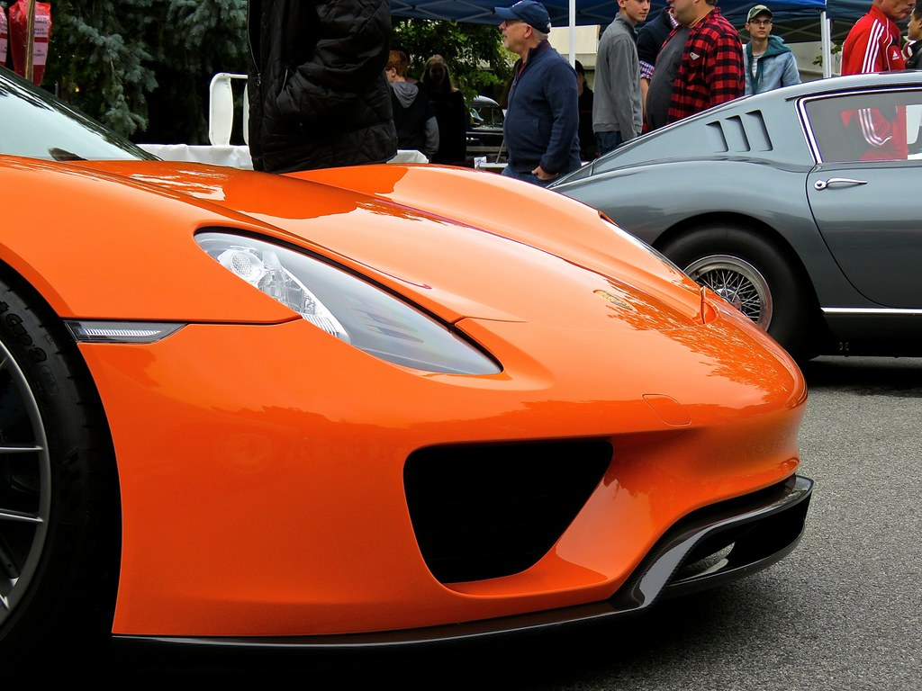 Porsche 918 Weissach Orange 14