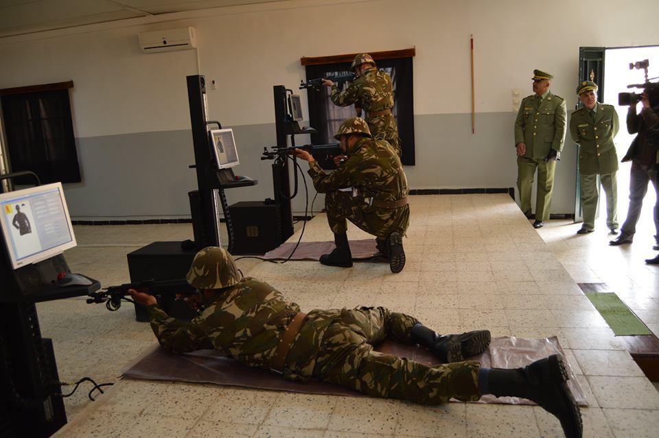 الصناعة العسكرية الجزائرية  [ AKM / Kalashnikov ]  - صفحة 2 33365046693_06026383b0_o
