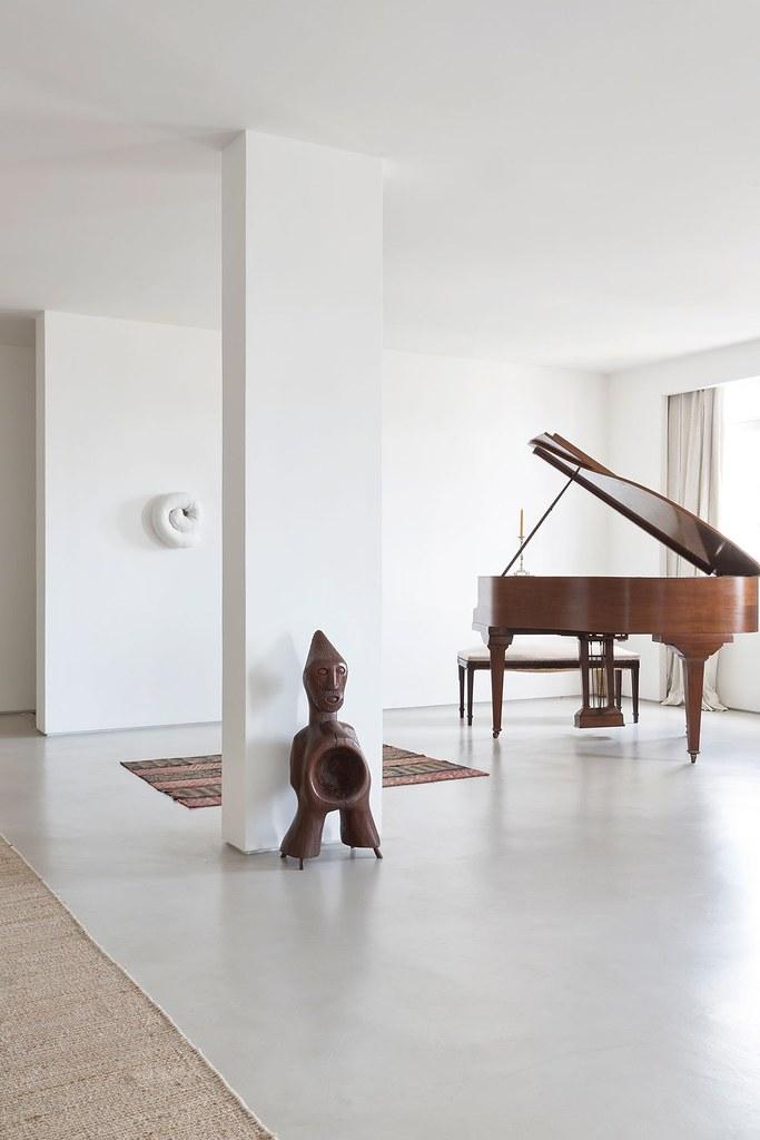 Apartment art in São Paulo by Brazilian architect Felipe Hess Sundeno_12