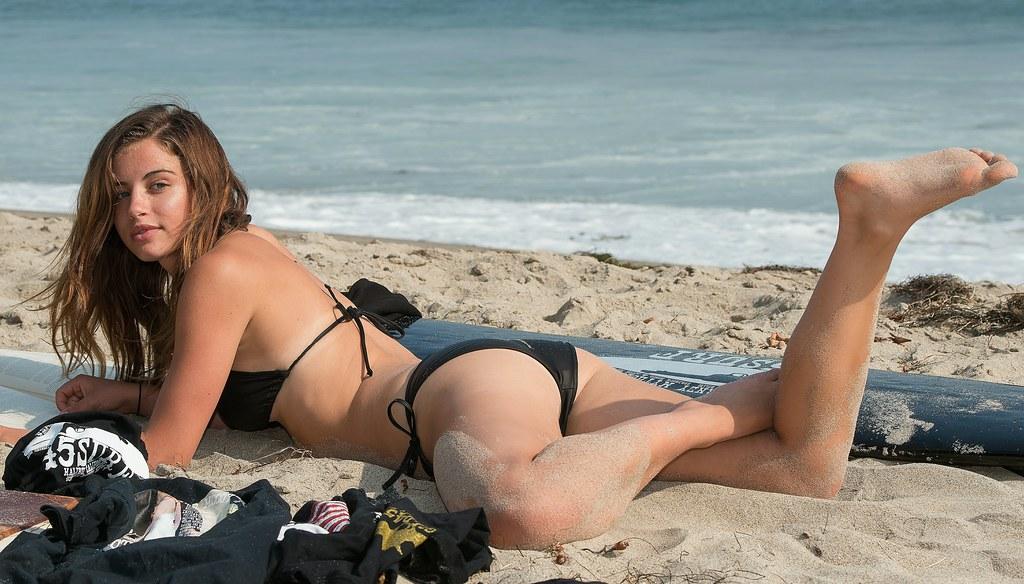 Brunette saca video bikini