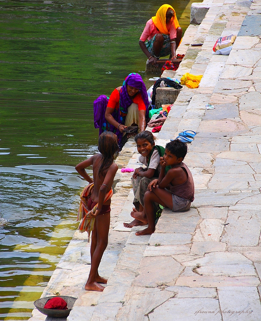 Village Women Bathing And Washing Clothes, Udaipur-India -3329