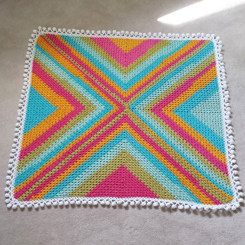 It's done! This was a fun one to put together 😊 Each section is a full Caron Cake, I used the Rainbow Sprinkles colorway. I would happily crochet this type of blanket again! The pattern is from @ratschebutsch under the #ratschebohohippieblankietutor