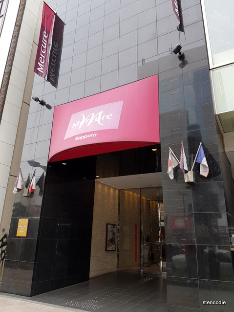 Hotel Mercure Sapporo entrance