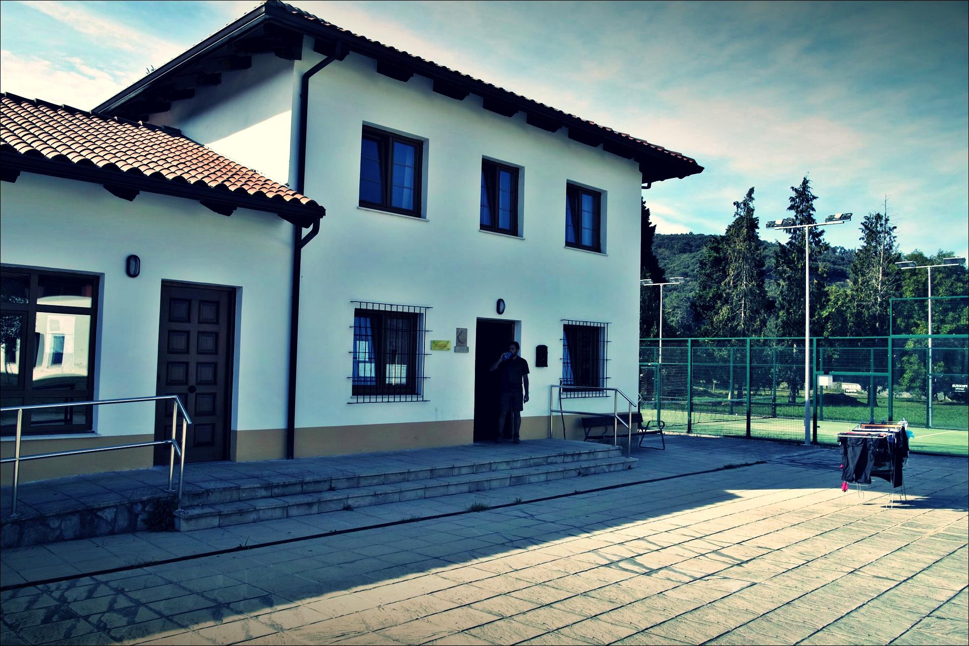 리엔도 알베르게-'카미노 데 산티아고 북쪽길. 카스트로 우르디알레스에서 리엔도. (Camino del Norte - Castro Urdiales to Liendo) '