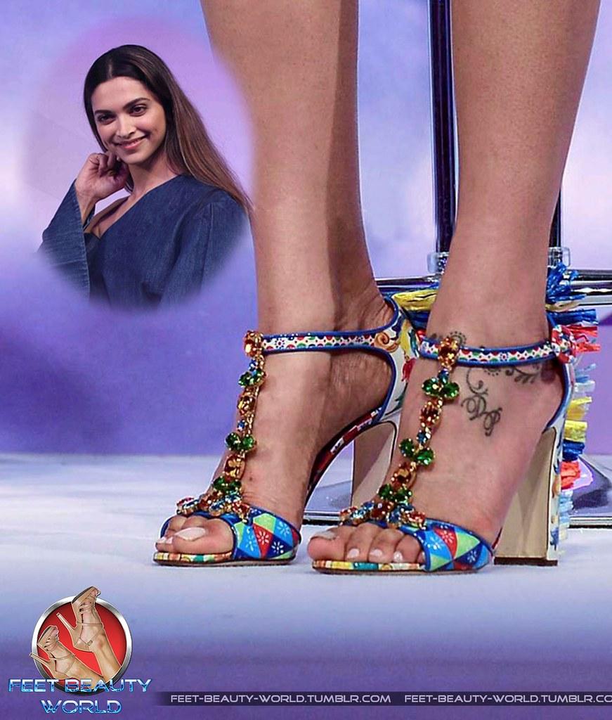 Is a cute Feet Deepika Padukone naked photo 2017