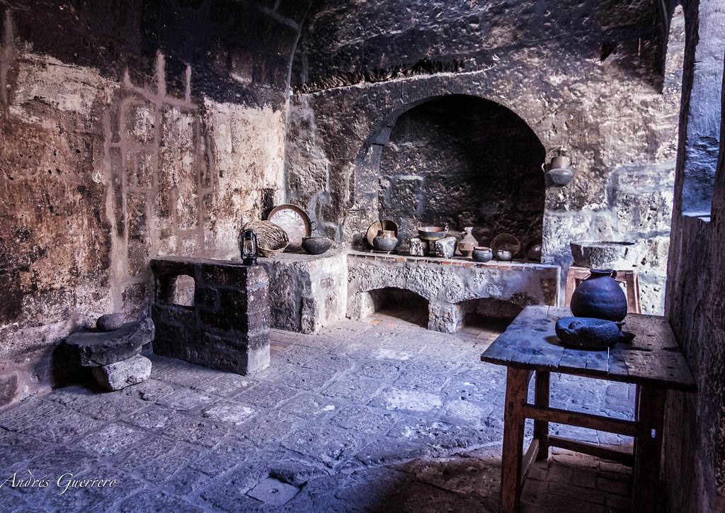 Cocina antigua cocina antigua en el convento de santa for Cocinas de hierro antiguas