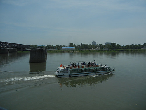 DSCN2713 - Cruise boat on Yalu River