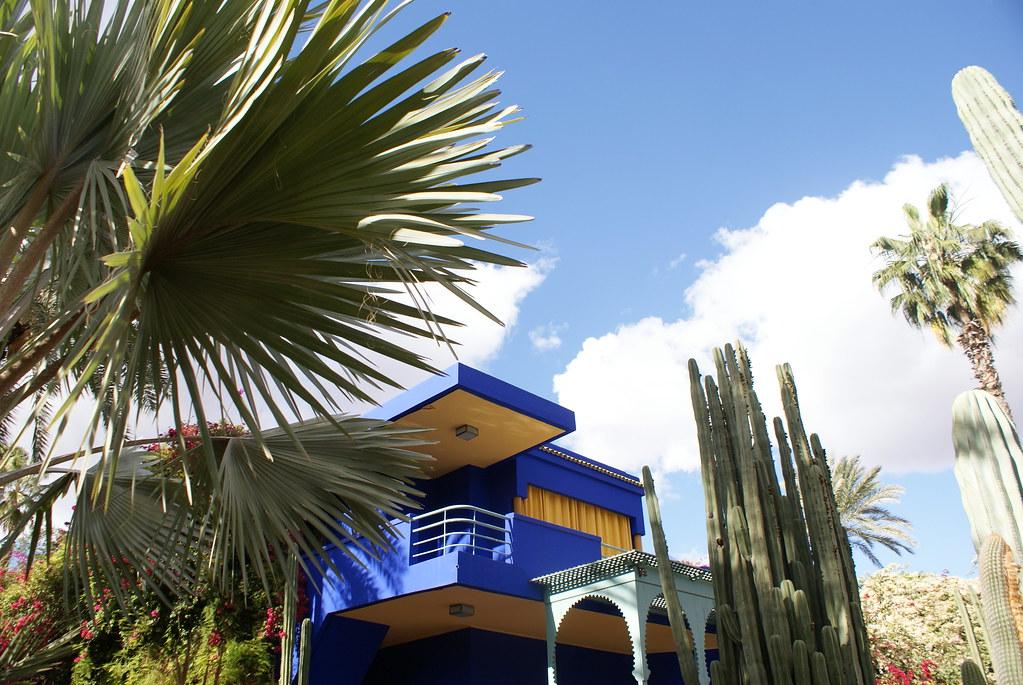 Autre vue sur la maison d'architecte construite pour Majorelle dans un style art-deco-cubiste-inspiré-de-Corbusier à Marrakech.