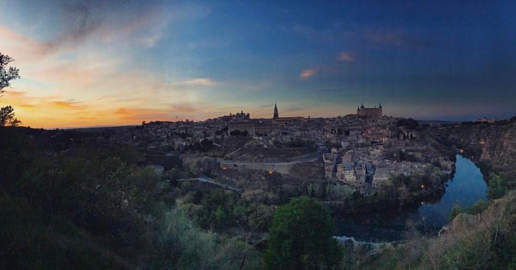 La foto típica que todo buen turista en Toledo debe hacer al caer la tarde, desde el Valle.