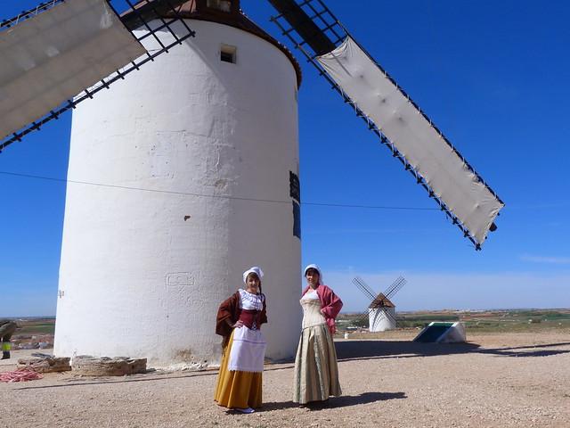 Mujeres ataviadas de molineras en Mota del Cuervo