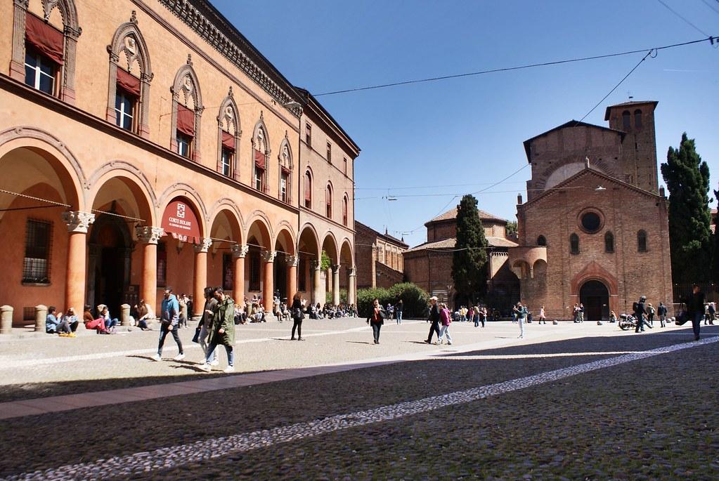 Piazza Santo Stefano et Basilico Santo Stefano à Bologne.