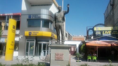 George W. Bush: estatua (Frushe-Kruja, Albania)