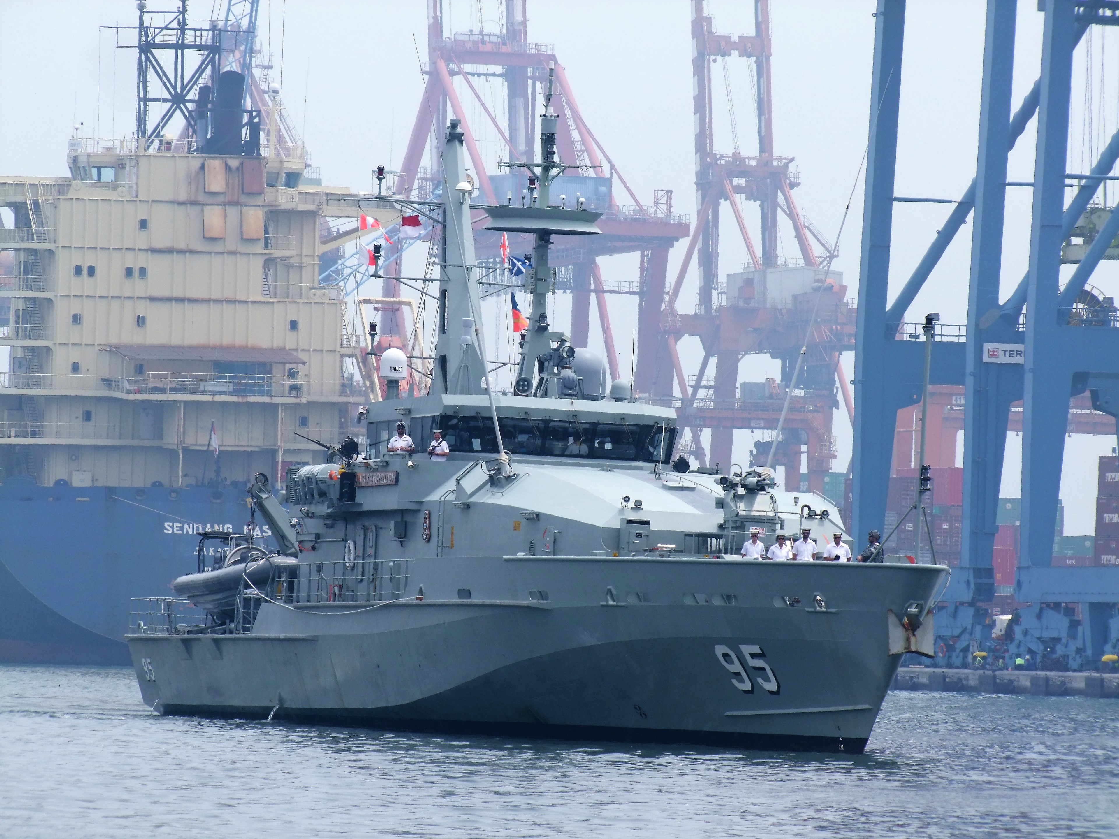 Australian Navy - Marine Australienne - Page 5 33003038252_cf4804a464_o