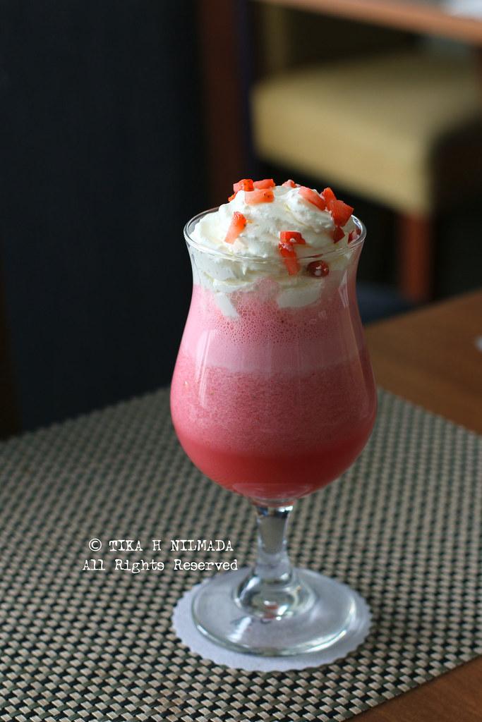 (Grand Zuri) - Strawberry Smoothie