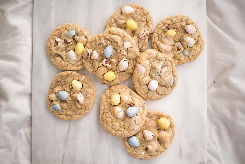 Cadbury Mini Egg Cookies tutorial on juliettelaura.blogspot.com
