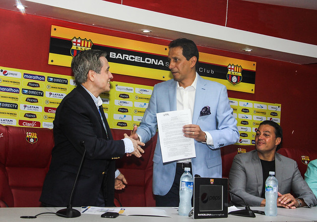 Firma de convenio entre Barcelona Sporting Club y la Universidad Técnica Particular de Loja